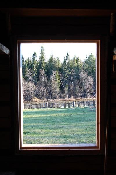 Нет, это не картина. Это вид из окна одного из домиков. Внизу река Вагран