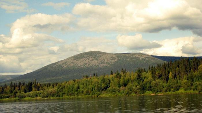 Вид на хребет Чувальский с Вишеры