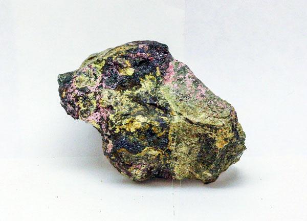 Эритрин, магнетит