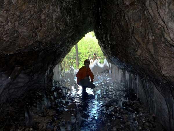 Вход в пещеру Ледяная