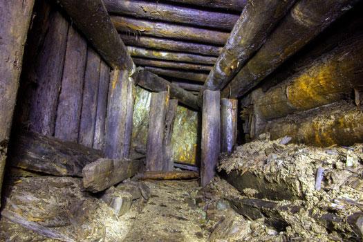 Выработка старинного рудника