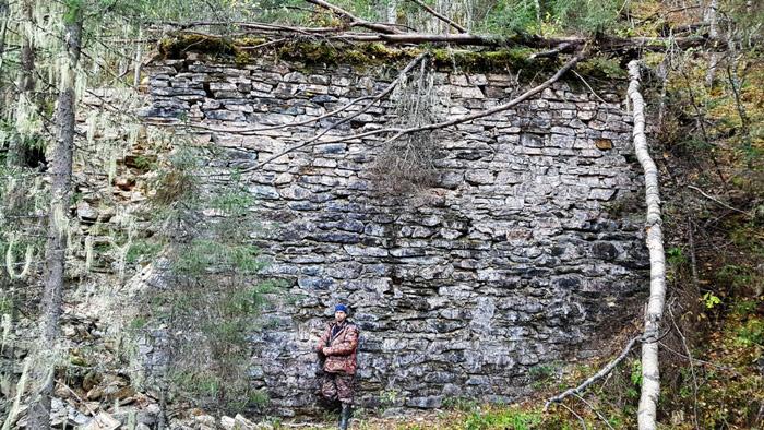 Заводская стена