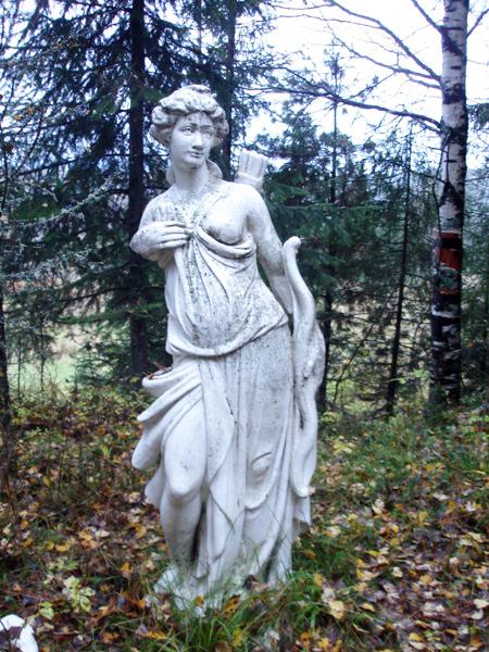 Статую Фролов привез из Голландии