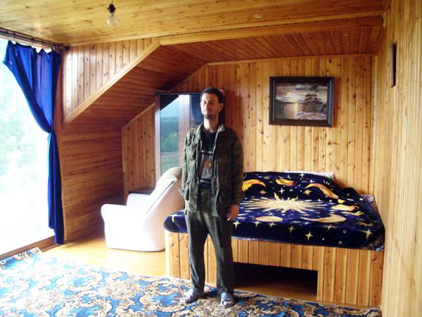 Таежный уют и панорама Кваркуша в огромном окне