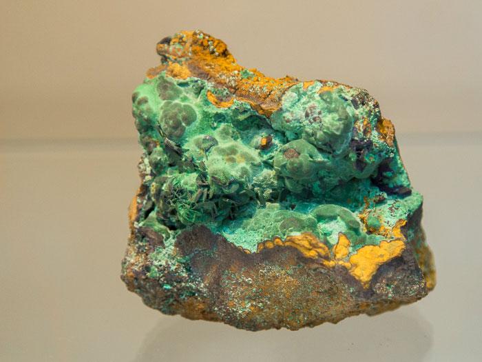Псевдоморфоза малахита по кристаллам азурита. Месторождение Чок-Пак, Казахстан