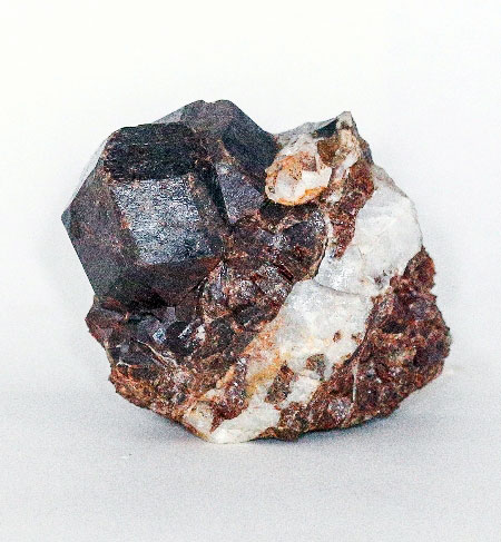 Гранат, андрадит, кварц. Кристаллы около 3 сантиметров