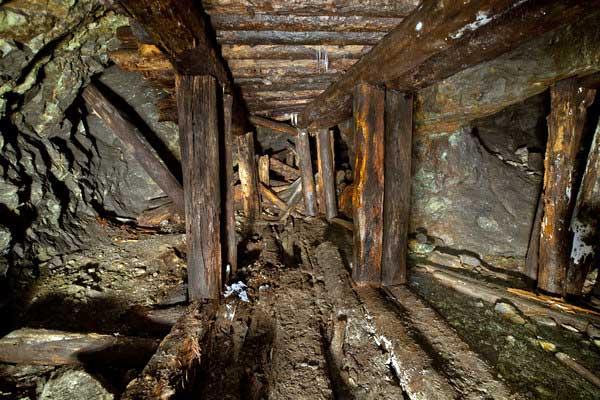 Штрек старинного Воскресенского рудника