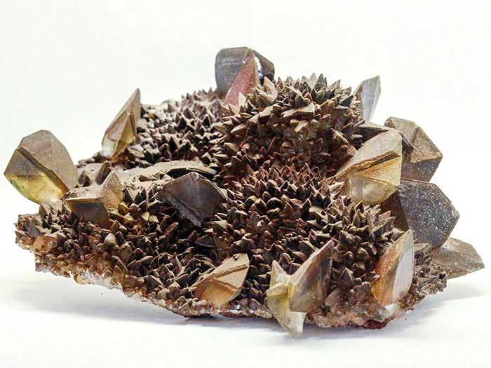 Кальцит. Друза сдвойникованных и скаленоэдрических кристаллов.
