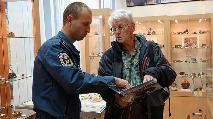 Пьер Перру в минералогическом музее «Штуфной кабинет»