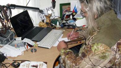 Писатель С.Т. Алексеев за работой