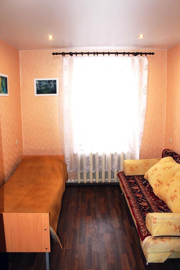 Гостевая спальная комната (два одинарных спальных места или одно одинарное + одно двуспальное)